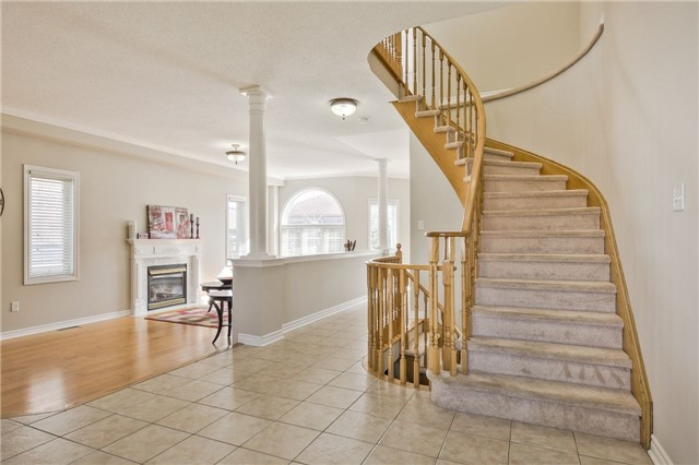 Detached at 418 Mapleton Ave, Barrie, Ontario. Image 16