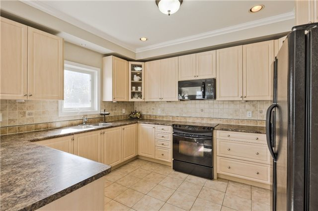 Detached at 418 Mapleton Ave, Barrie, Ontario. Image 19