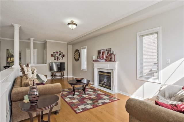 Detached at 418 Mapleton Ave, Barrie, Ontario. Image 3