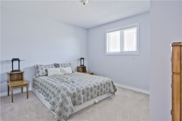 Detached at 418 Mapleton Ave, Barrie, Ontario. Image 7