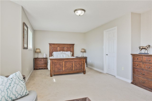 Detached at 418 Mapleton Ave, Barrie, Ontario. Image 10