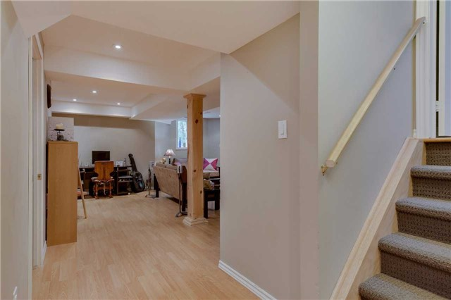 Detached at 13 Mckenzie Cres, Barrie, Ontario. Image 3