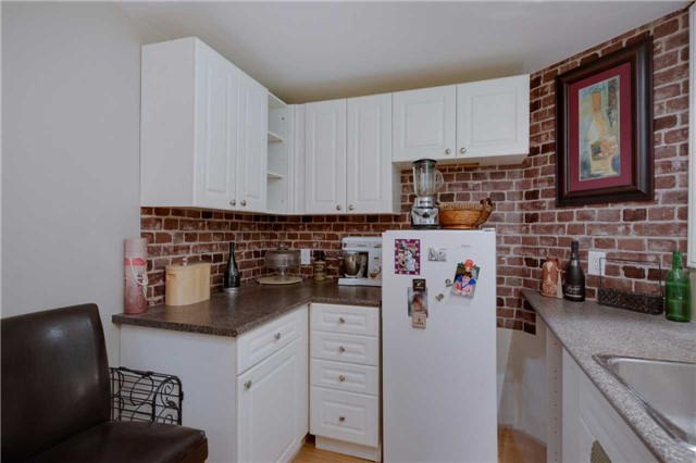 Detached at 13 Mckenzie Cres, Barrie, Ontario. Image 5