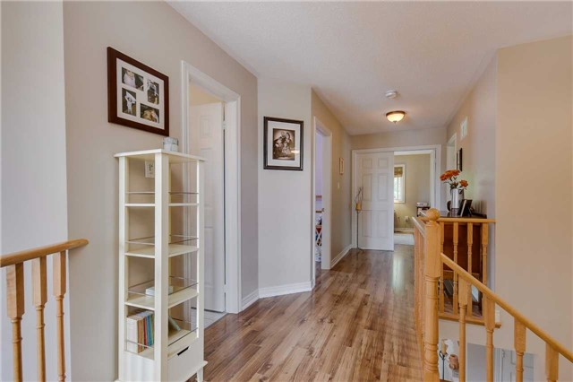 Detached at 13 Mckenzie Cres, Barrie, Ontario. Image 7