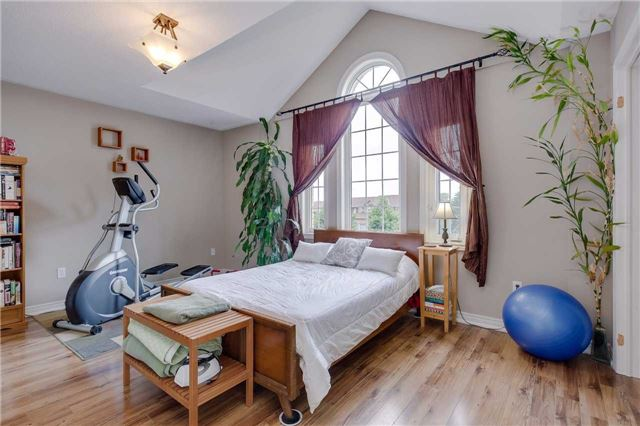 Detached at 13 Mckenzie Cres, Barrie, Ontario. Image 10