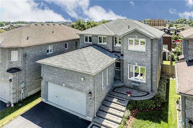 Detached at 21 Surrey Dr, Barrie, Ontario. Image 1