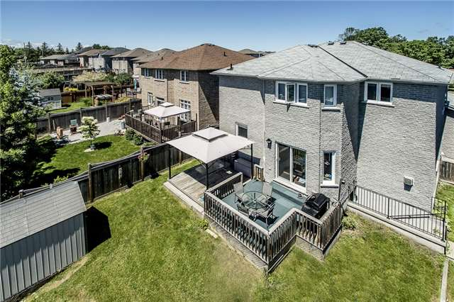 Detached at 21 Surrey Dr, Barrie, Ontario. Image 3
