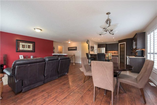 Detached at 282 Pringle Dr, Barrie, Ontario. Image 2