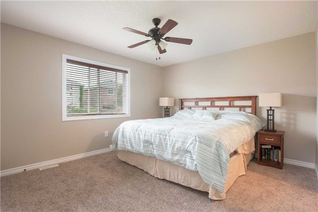Detached at 282 Pringle Dr, Barrie, Ontario. Image 3
