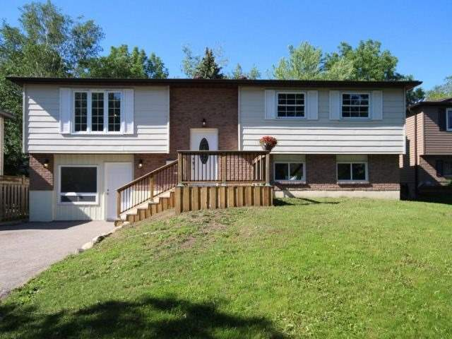 Detached at 18 Chippawa Crt, Barrie, Ontario. Image 1