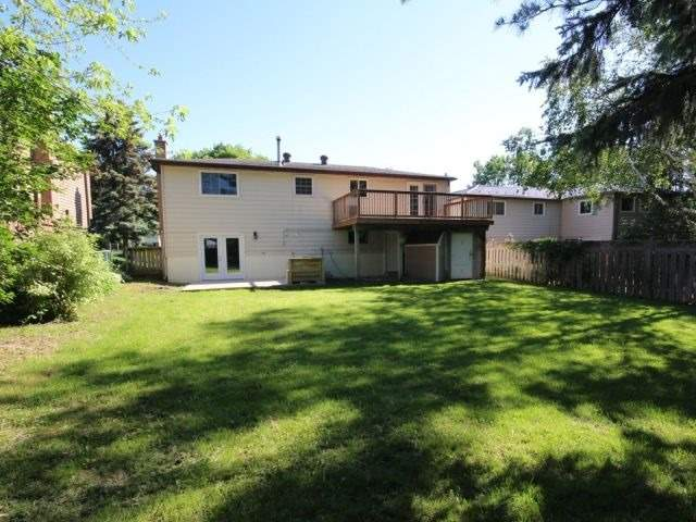 Detached at 18 Chippawa Crt, Barrie, Ontario. Image 2