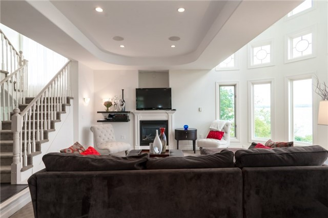 Detached at 1 Kempenfelt Dr, Barrie, Ontario. Image 15