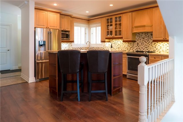 Detached at 1 Kempenfelt Dr, Barrie, Ontario. Image 17