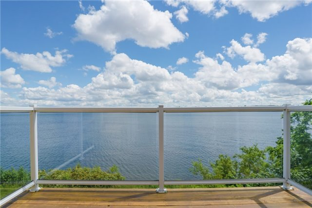 Detached at 1 Kempenfelt Dr, Barrie, Ontario. Image 2