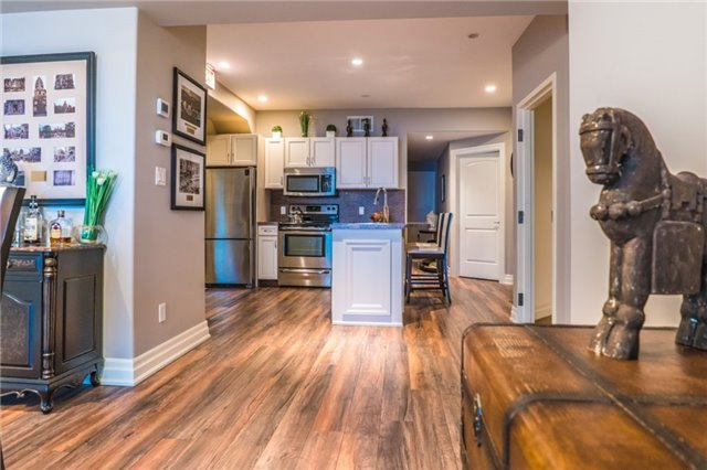 Detached at 1 Kempenfelt Dr, Barrie, Ontario. Image 6