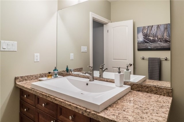 Detached at 1 Kempenfelt Dr, Barrie, Ontario. Image 8