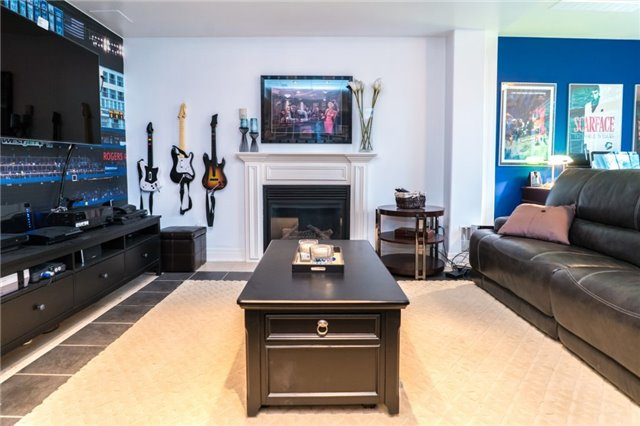 Detached at 1 Kempenfelt Dr, Barrie, Ontario. Image 9