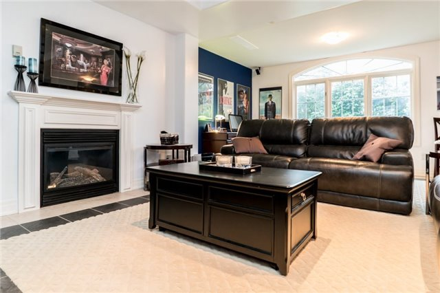 Detached at 1 Kempenfelt Dr, Barrie, Ontario. Image 10