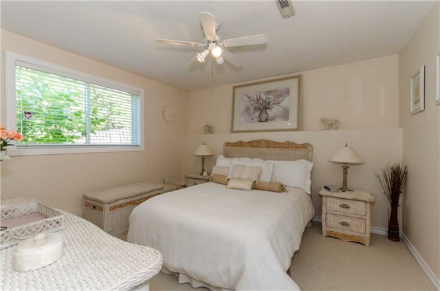Detached at 65 Herrell Ave, Barrie, Ontario. Image 4