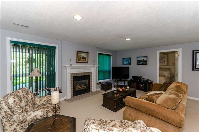 Detached at 65 Herrell Ave, Barrie, Ontario. Image 7