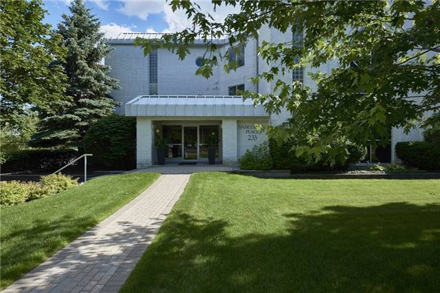 Condo Apartment at 233 Blake St, Barrie, Ontario. Image 9