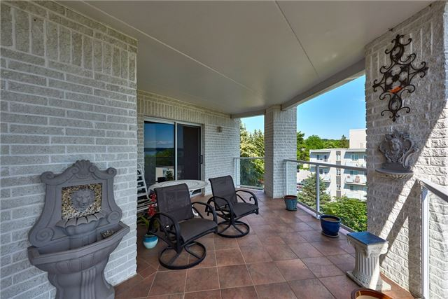 Condo Apartment at 233 Blake St, Barrie, Ontario. Image 12