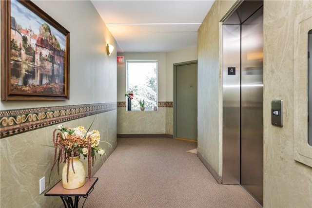 Condo Apartment at 233 Blake St, Barrie, Ontario. Image 13