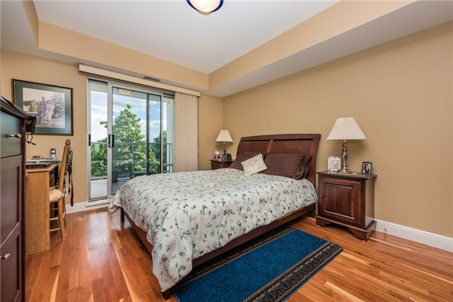 Condo Apartment at 233 Blake St, Barrie, Ontario. Image 7
