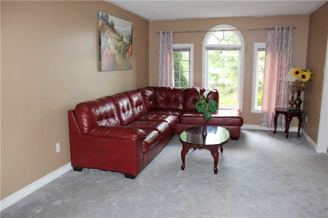 Detached at 369 Livingstone St W, Barrie, Ontario. Image 10