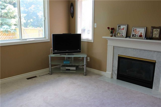 Detached at 369 Livingstone St W, Barrie, Ontario. Image 15