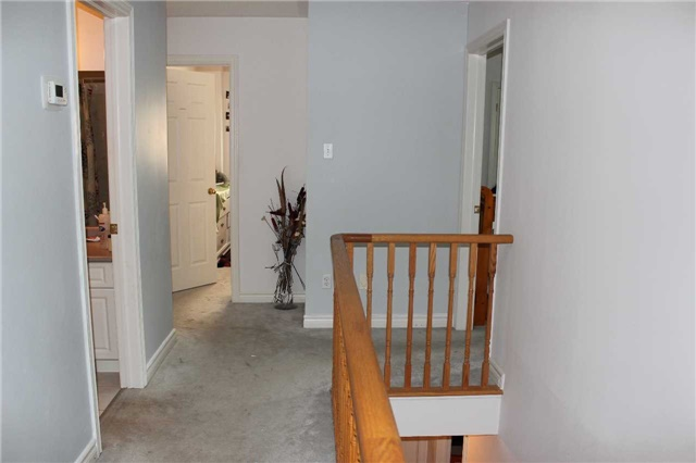 Detached at 369 Livingstone St W, Barrie, Ontario. Image 16