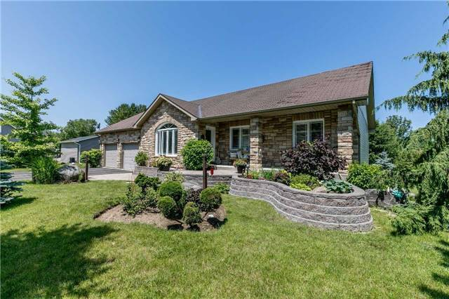 Detached at 10 Boyd Cres, Oro-Medonte, Ontario. Image 1
