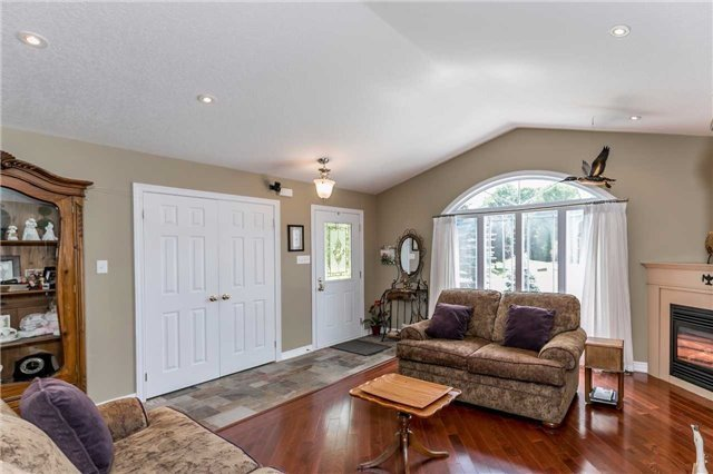 Detached at 10 Boyd Cres, Oro-Medonte, Ontario. Image 17