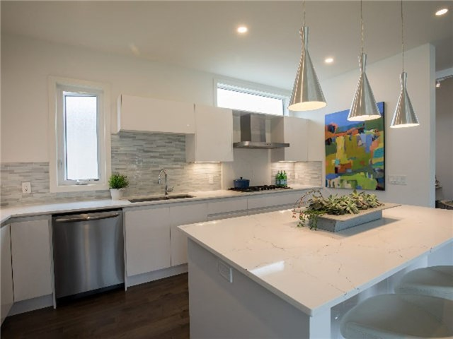 Detached at 126 Stanley St, Collingwood, Ontario. Image 14