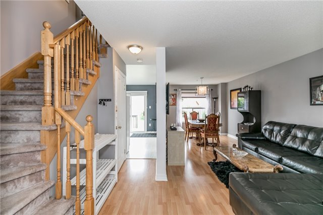Detached at 4 Shaina Crt, Barrie, Ontario. Image 7