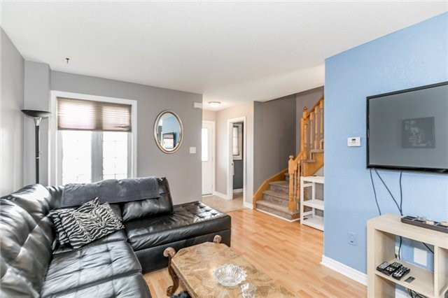 Detached at 4 Shaina Crt, Barrie, Ontario. Image 8