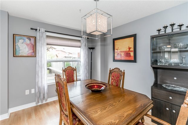 Detached at 4 Shaina Crt, Barrie, Ontario. Image 9