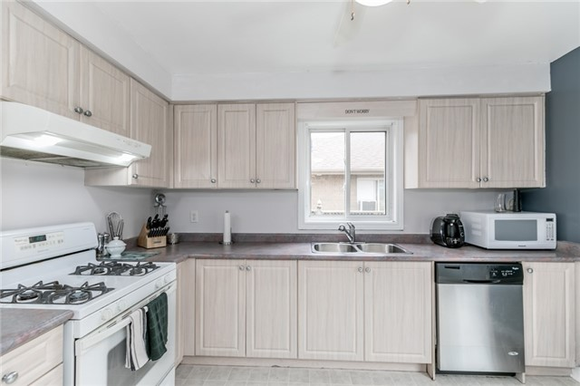Detached at 4 Shaina Crt, Barrie, Ontario. Image 11