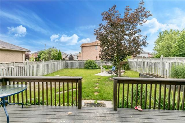 Detached at 4 Shaina Crt, Barrie, Ontario. Image 5