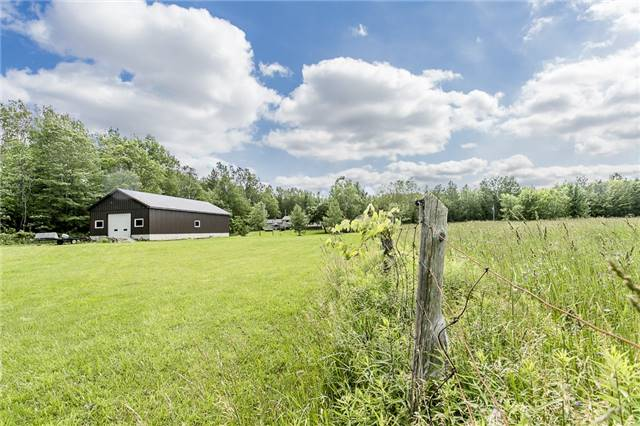 Detached at 3229 Fairgrounds Rd, Severn, Ontario. Image 2