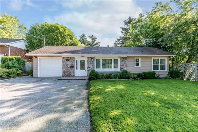 Detached at 15 Sunnidale Rd, Barrie, Ontario. Image 1