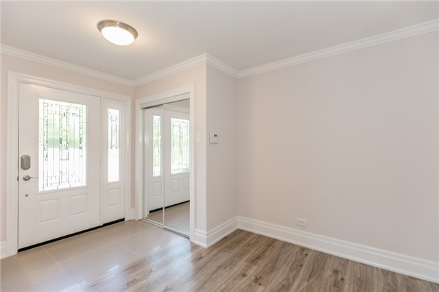 Detached at 15 Sunnidale Rd, Barrie, Ontario. Image 12