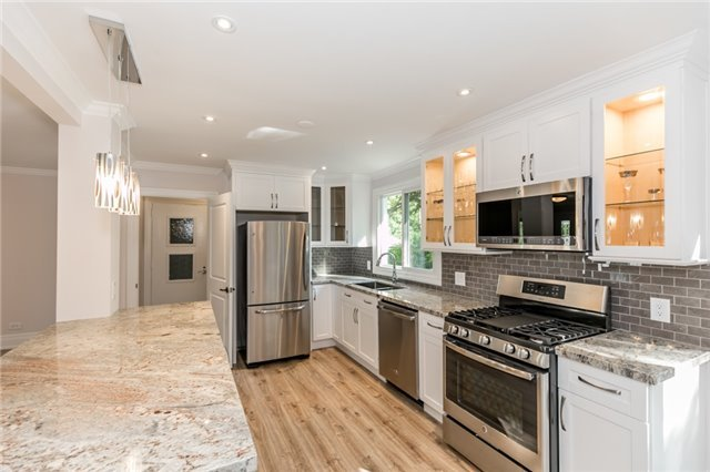 Detached at 15 Sunnidale Rd, Barrie, Ontario. Image 15