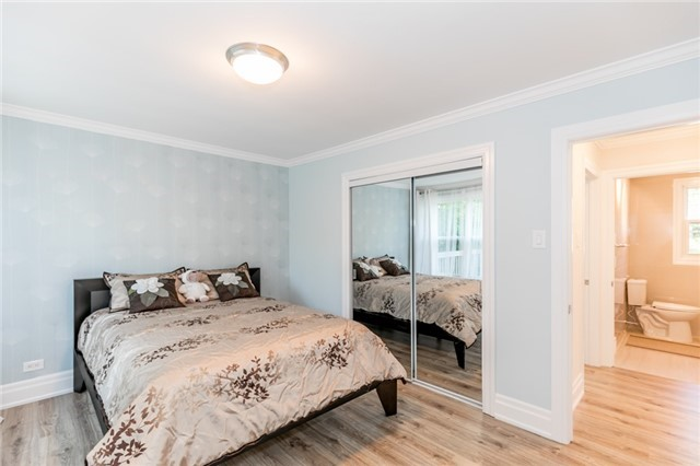 Detached at 15 Sunnidale Rd, Barrie, Ontario. Image 17