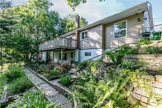 Detached at 15 Sunnidale Rd, Barrie, Ontario. Image 5