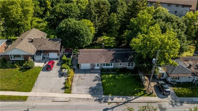 Detached at 15 Sunnidale Rd, Barrie, Ontario. Image 10