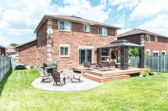 Detached at 145 Wessenger Dr, Barrie, Ontario. Image 9