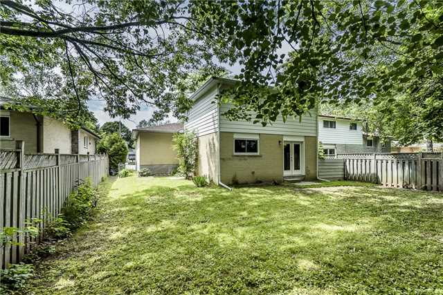 Detached at 23 Glenecho Dr, Barrie, Ontario. Image 4