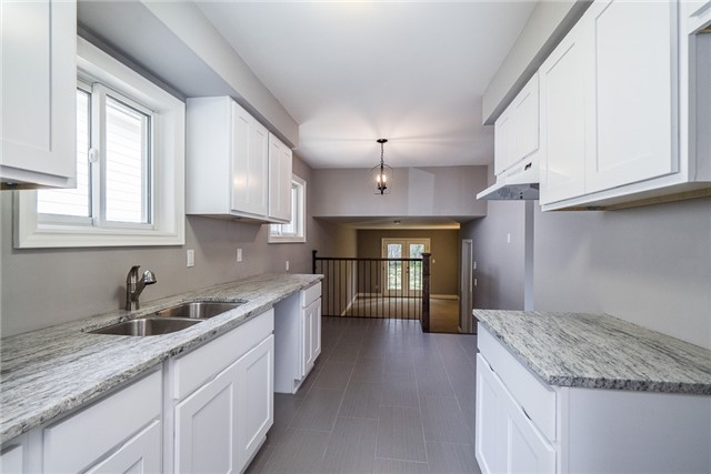 Detached at 23 Glenecho Dr, Barrie, Ontario. Image 5