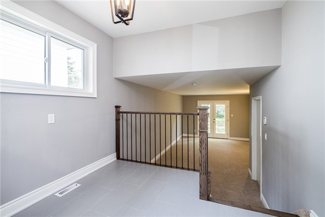 Detached at 23 Glenecho Dr, Barrie, Ontario. Image 6